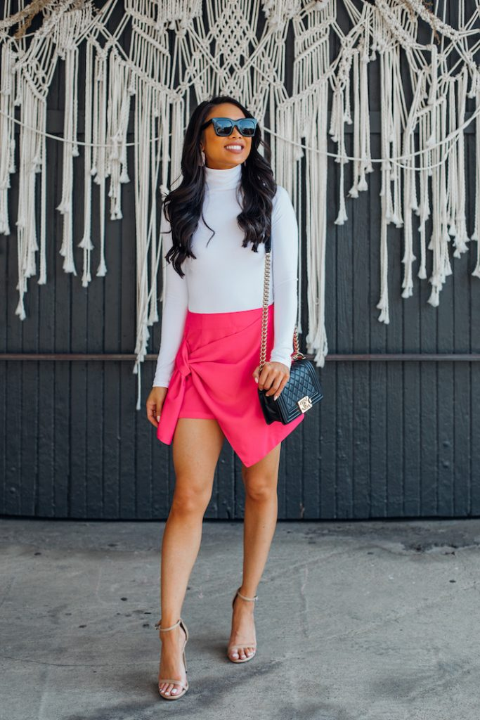 Pink Skin And Blouse For A Chic Look