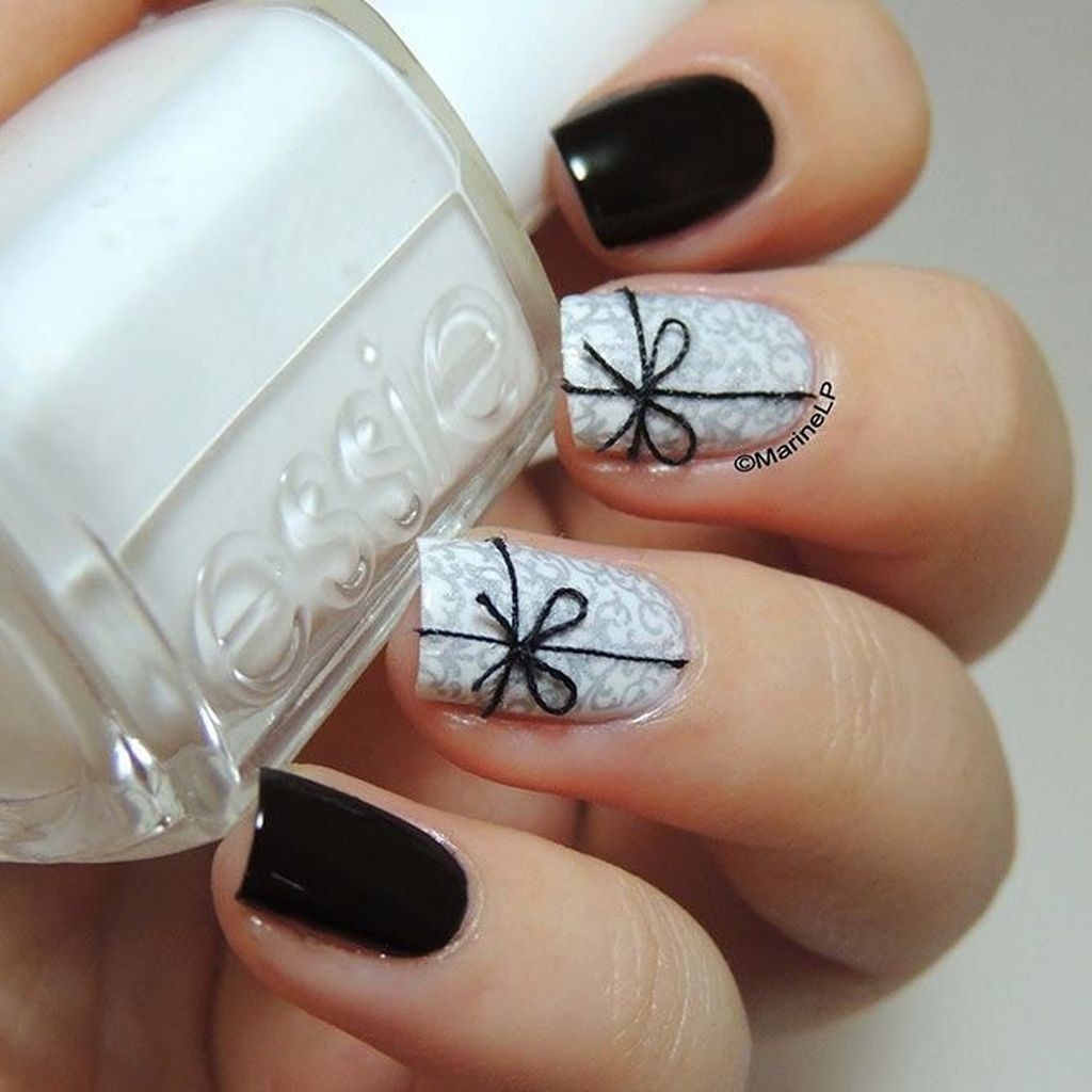 Thread Bow Nail Art