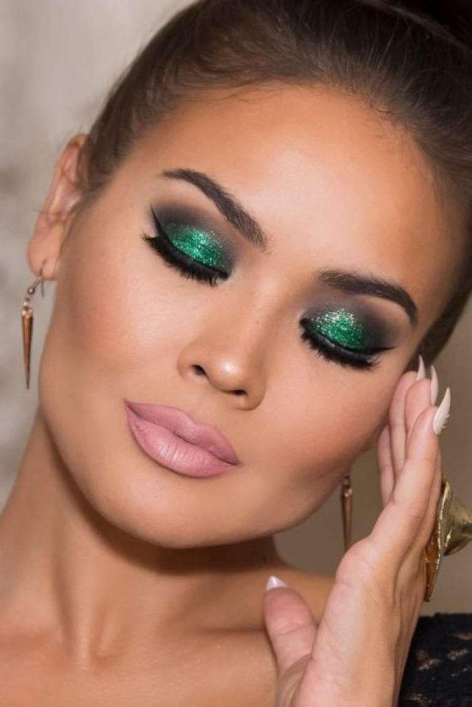 Subtle Green Glitter Eyeshadow