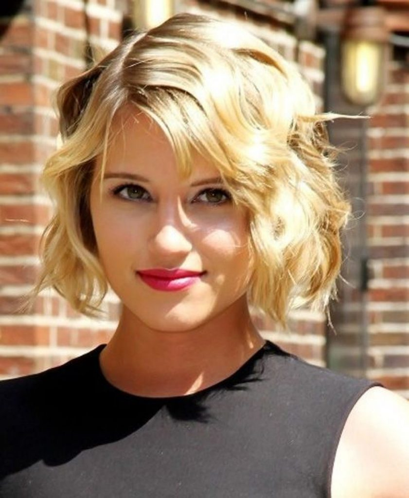 Short Wavy Bob With Side Fringe