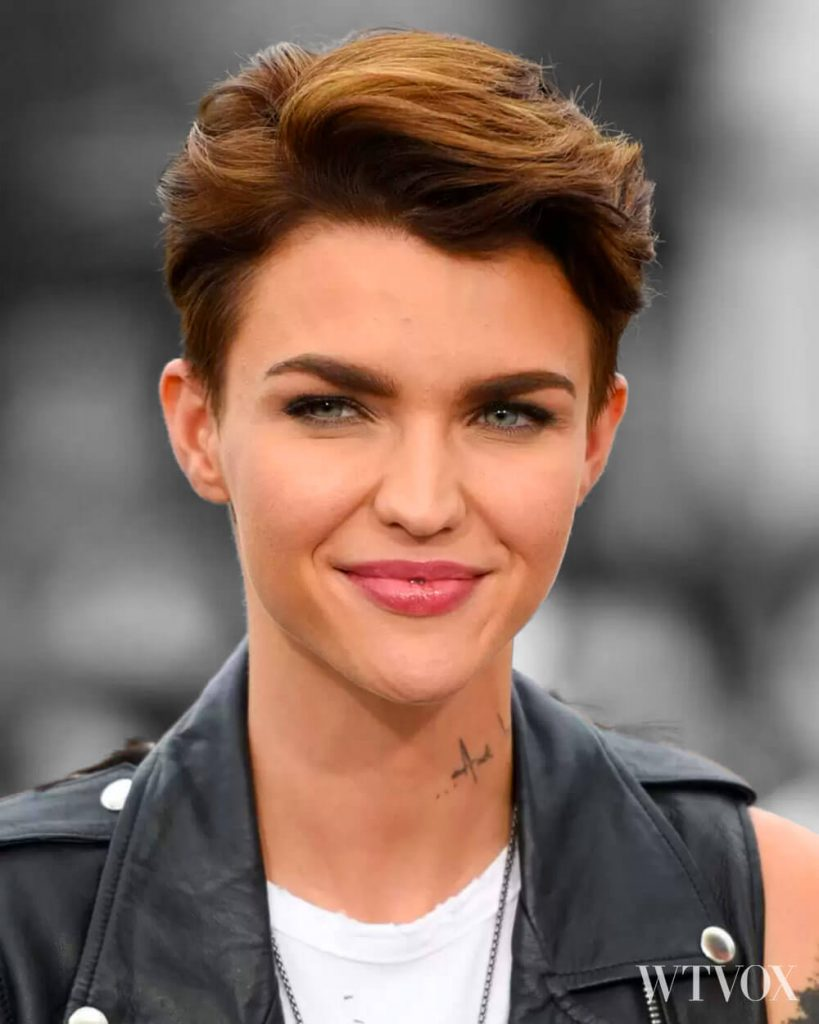 Cute Androgynous Haircut With Side Bangs
