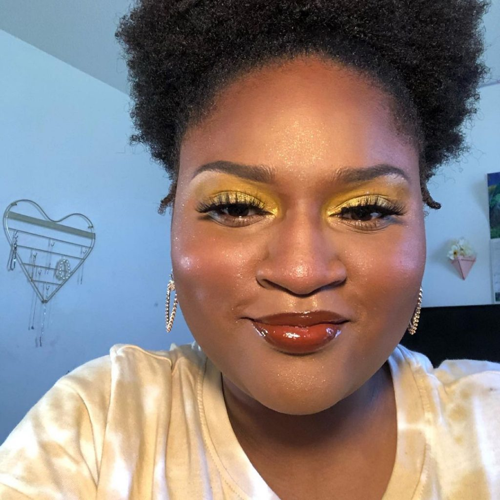 Simple But Colorful Yellow Eyeshadow