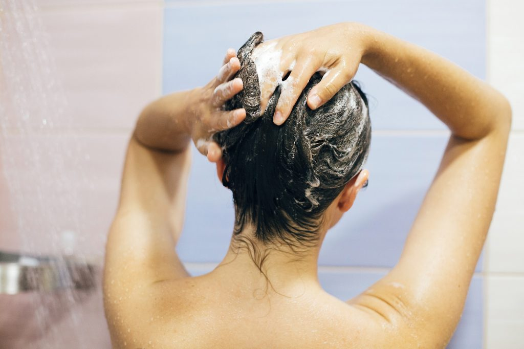 Using a cleansing shampoo // Best cleansing shampoos