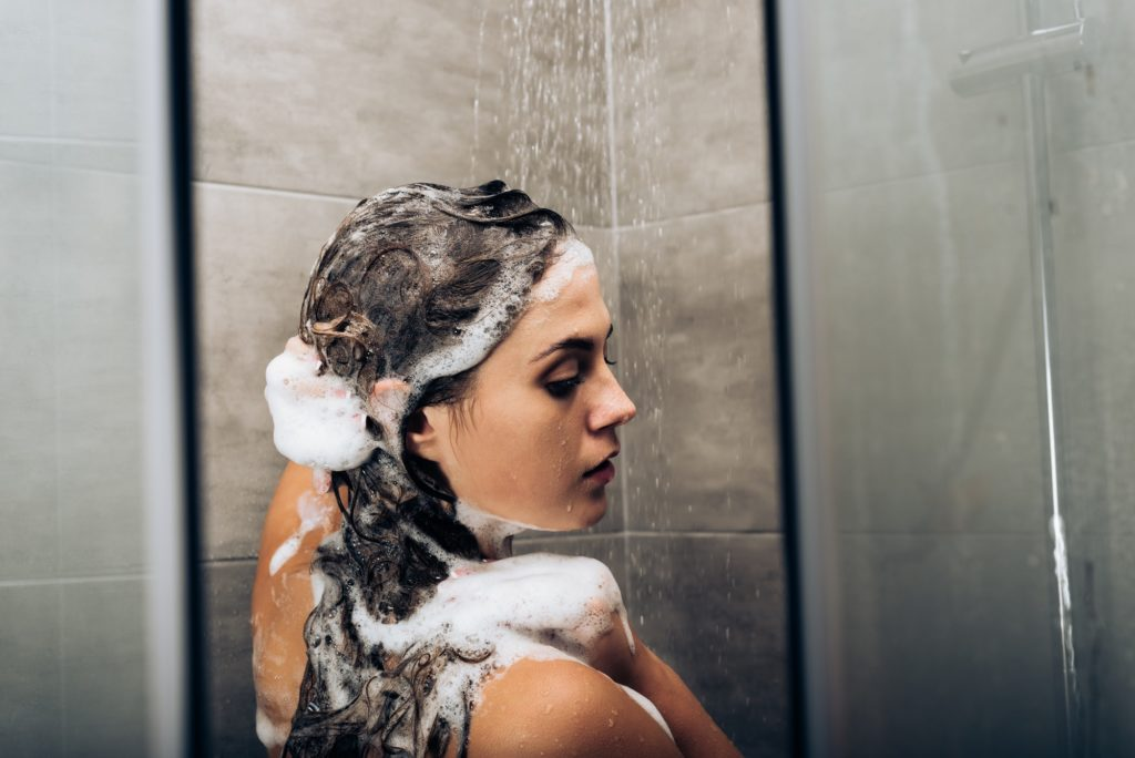 Best Shampoos For Dry And Frizzy Winter Hair